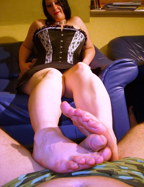 russkoe-porno-drochit-nogami