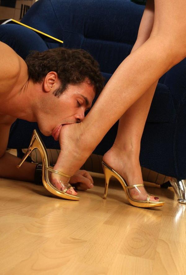 Смотреть Целовать Лизать Грязные Женские Ноги