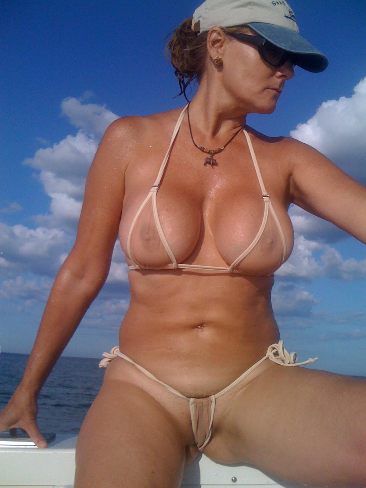 Дамочка примеряет новый купальник порно фото бесплатно