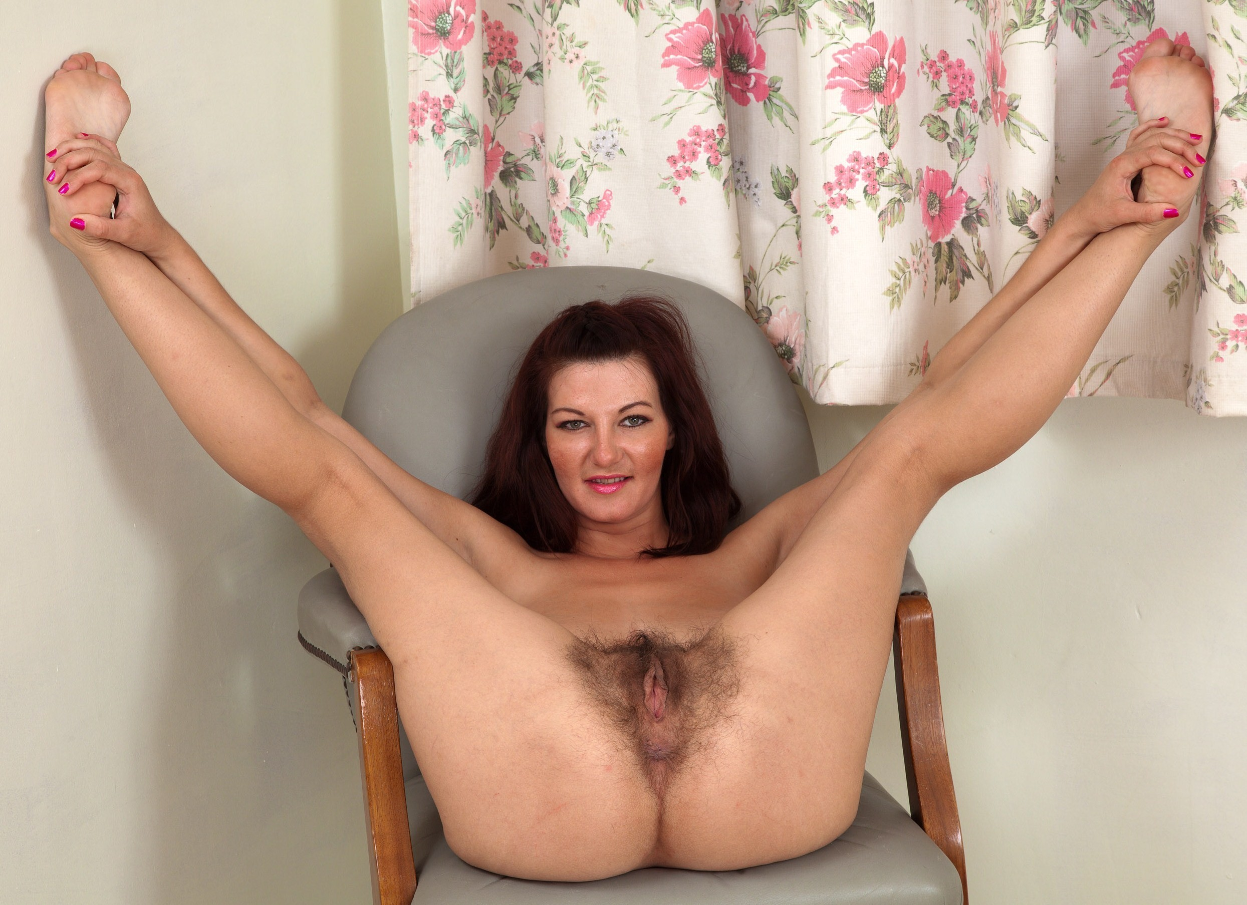 с.раздвинутыми.ногами.фото.галерея влагалище.голых.женщин