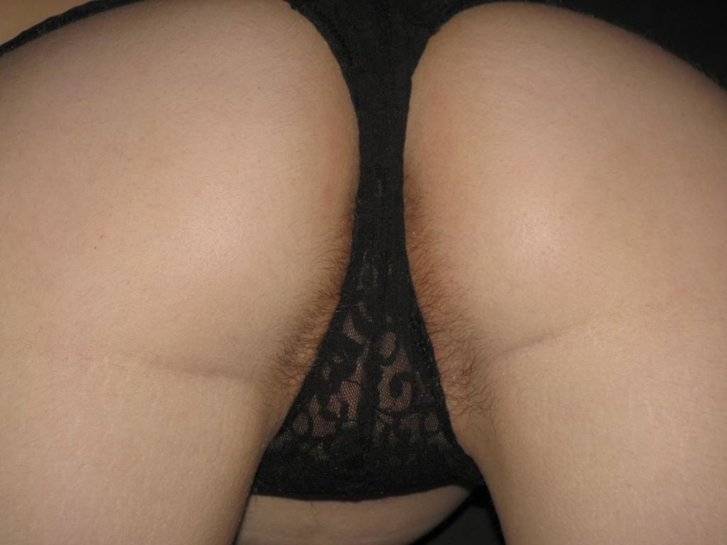 Волосатый лобок и острые соски моей жены