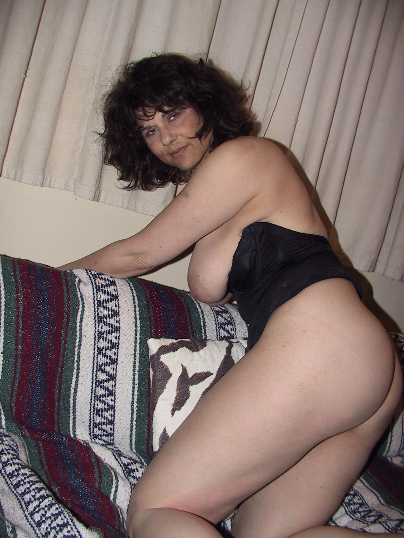 Люси показывает свои большие сиськи