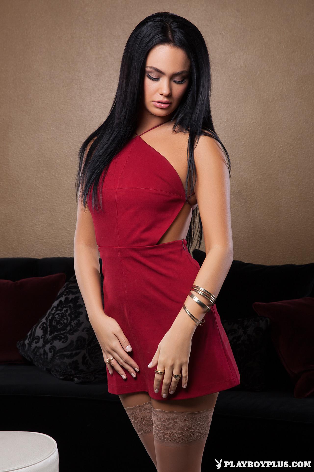 Кристи Тейлор сняла красное платье
