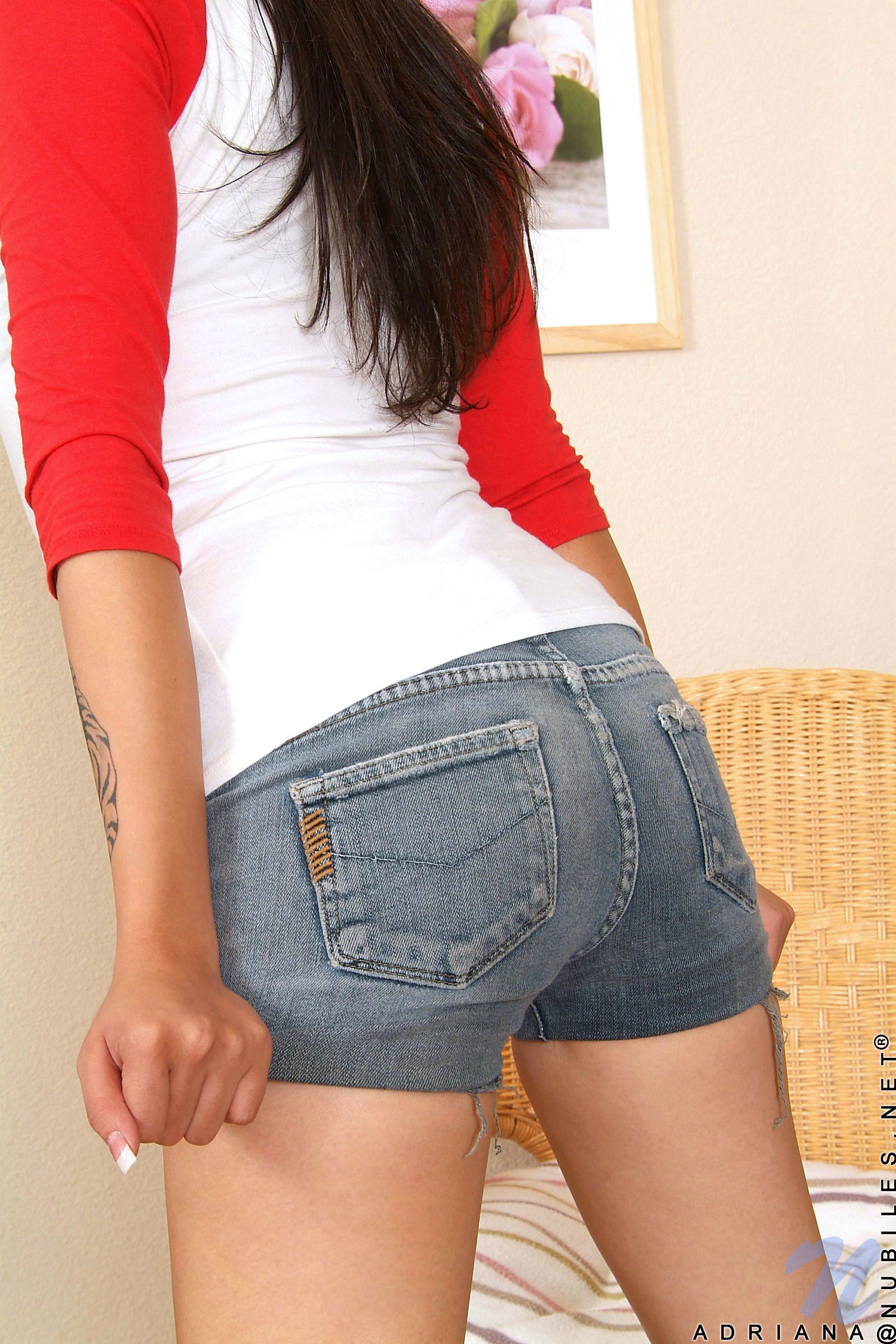 Порно фото девушки в коротких шортиках крупным планом