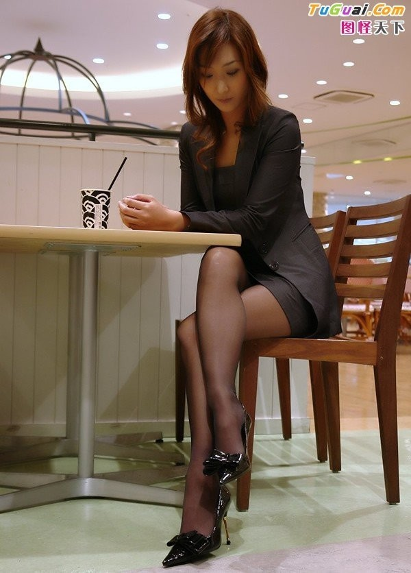 Эро фото девушек в строгих костюмах 78