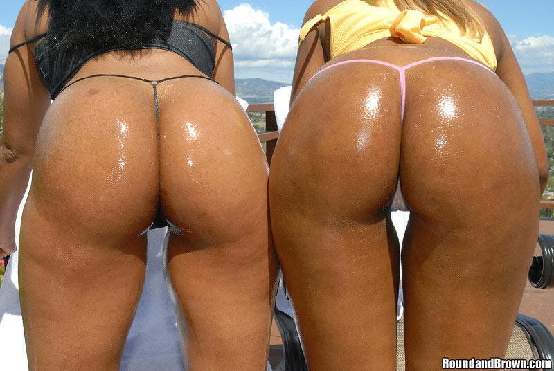 Мужик выеб двух бразильских мулаток с прекрасными жопами