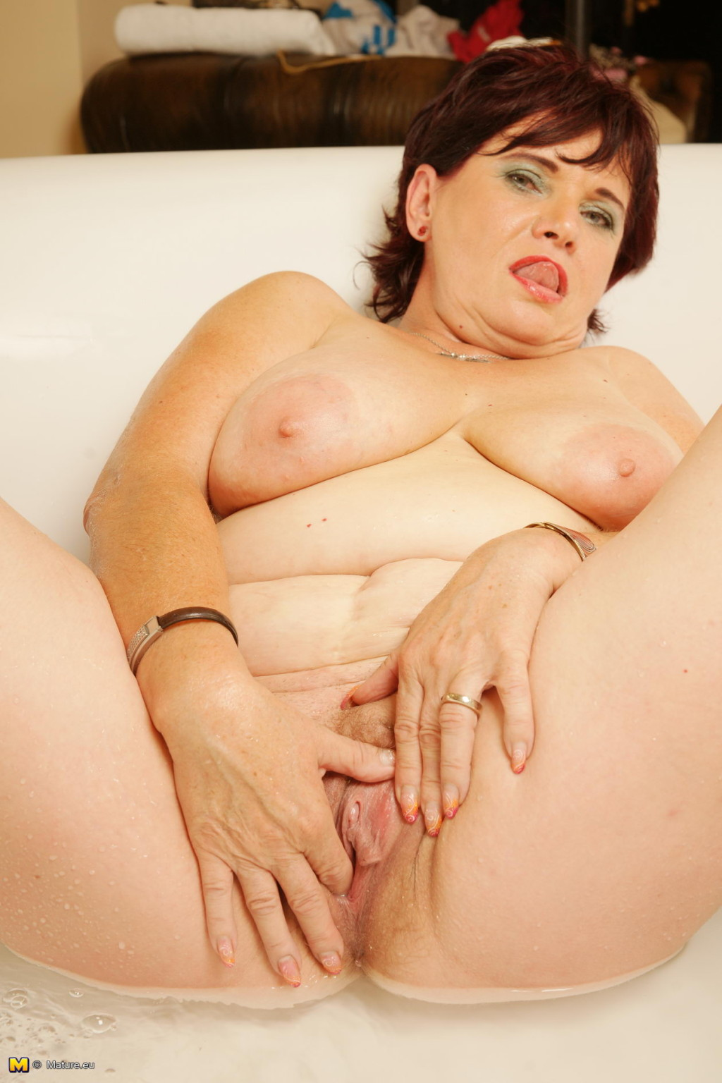 В ванной - Порно галерея № 3546075