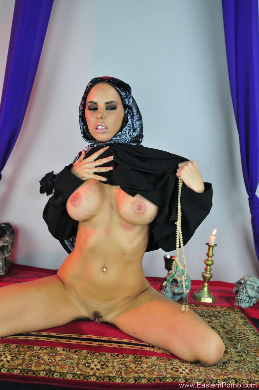 arabka-masturbiruet