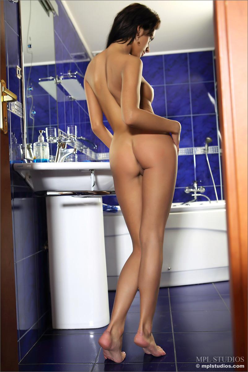 В ванной - Порно галерея № 3474602
