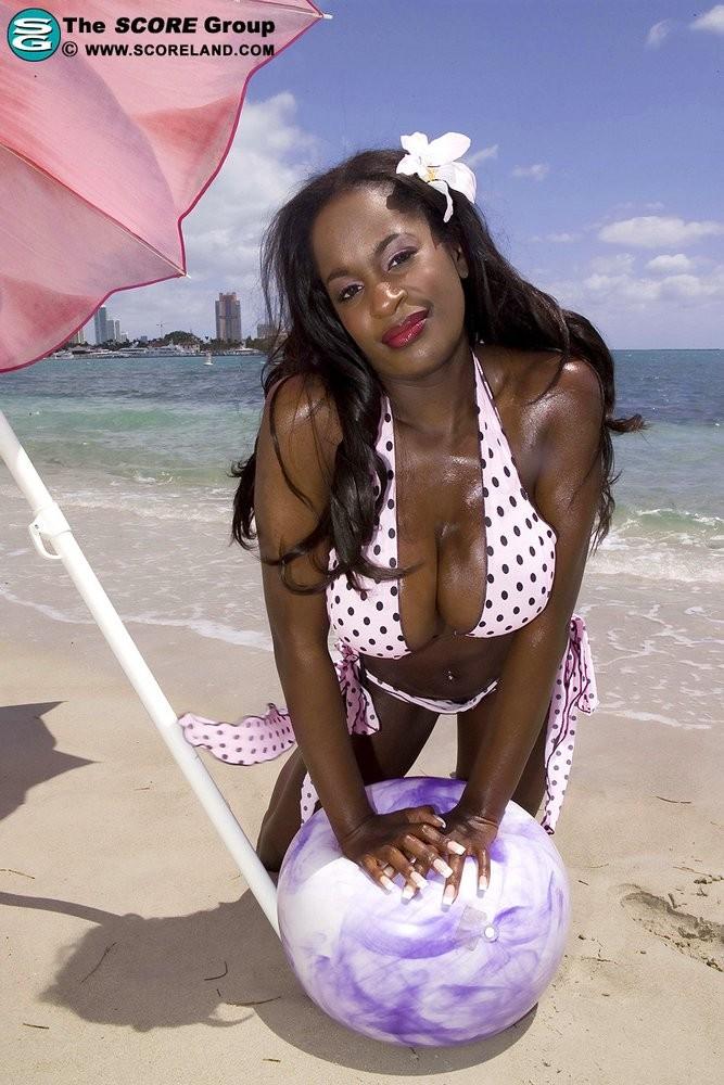 Nikki Jaye, Nikki Jackson - На пляже - Порно галерея № 3518496