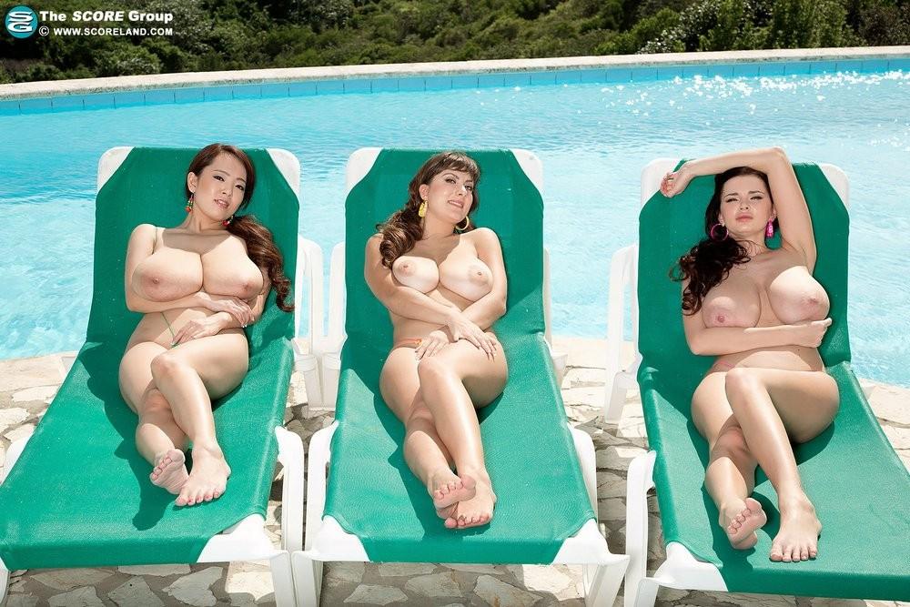 Hitomi Tanaka, Sha Rizel, Valory Irene - На пляже - Порно галерея № 3420436