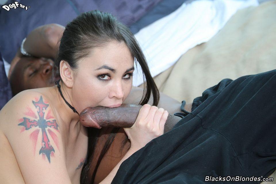 Jade Hsu - В спальне - Порно галерея № 3447394