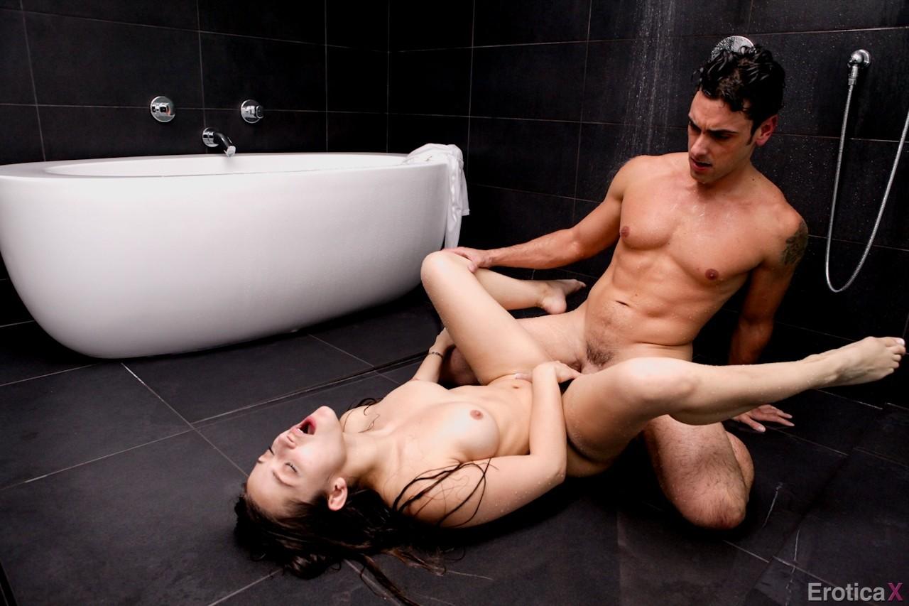 Dani Daniels - В ванной - Галерея № 3456462