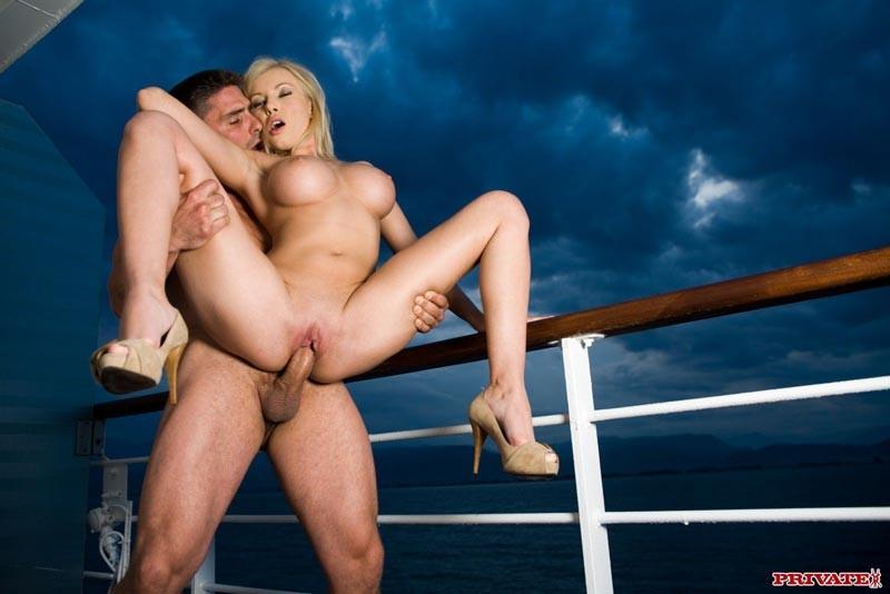 порно на корабле яхте