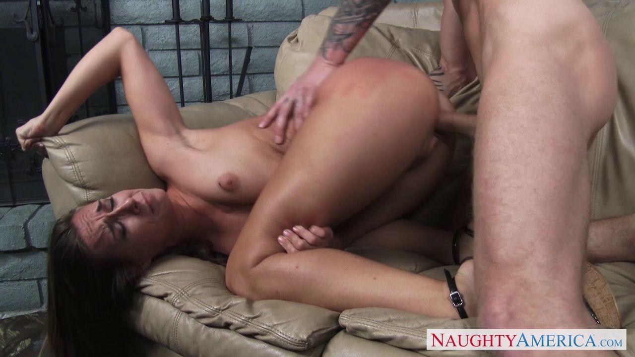 Cassidy Klein занимается сексом с молодым соседом