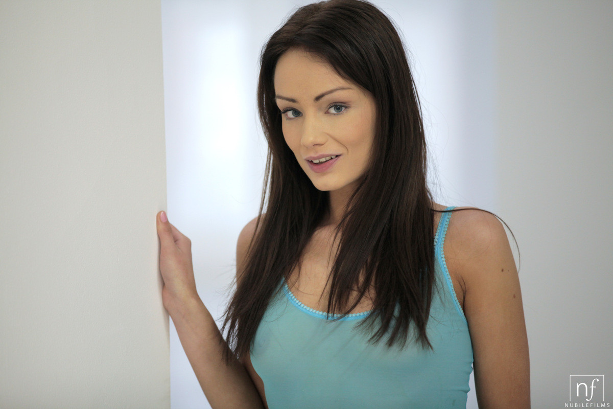 Sophie Lynx - В ванной - Порно галерея № 3479424