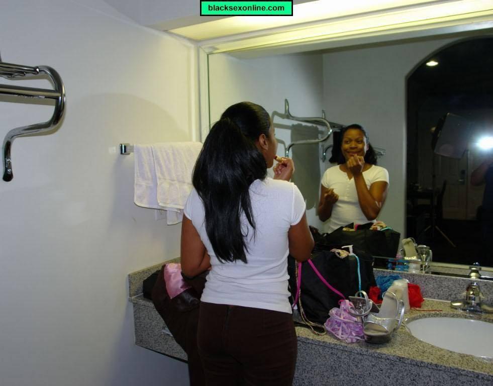 Пухлая зрелая негритянка показывает пизду на кастинге