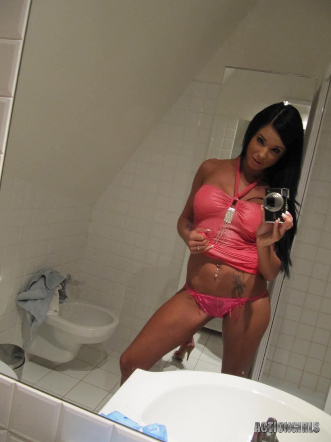 Ashley Bulgari - В ванной - Порно галерея № 3455159
