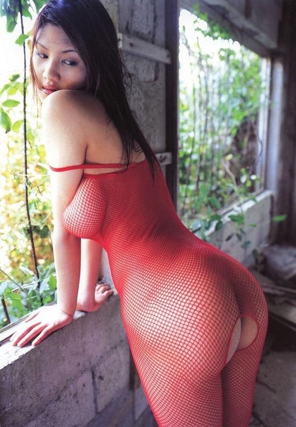 Нескромное видео молодой жены с шикарным задом и большим ...