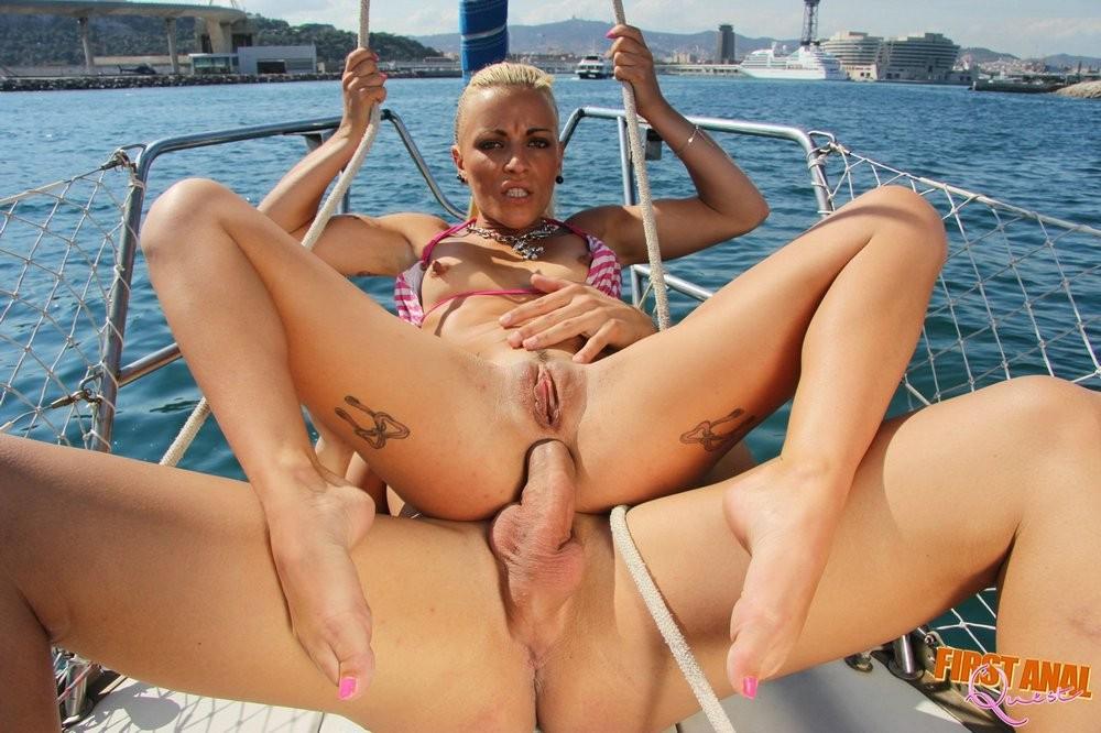 В лодке - Порно галерея № 3393502