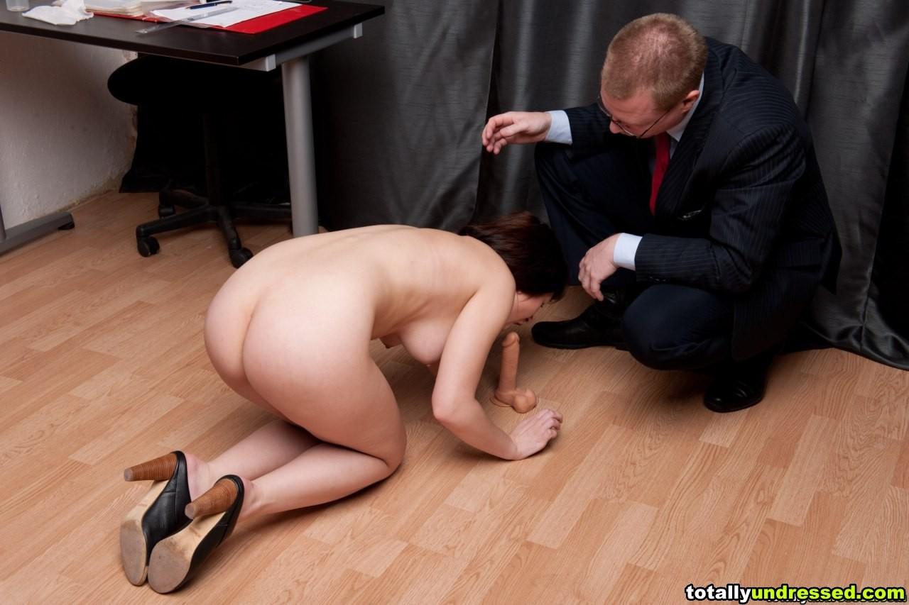 Секс в интервью, Голая сексуальная блондинка дает интервью после 3 фотография
