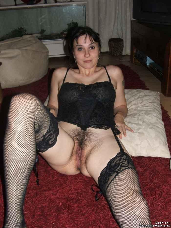 В спальне - Порно галерея № 3499003