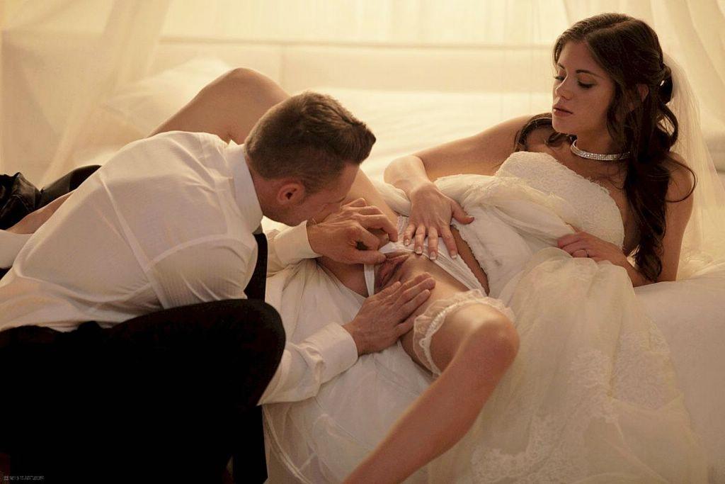 Эротически видео порно брачной ночи всех
