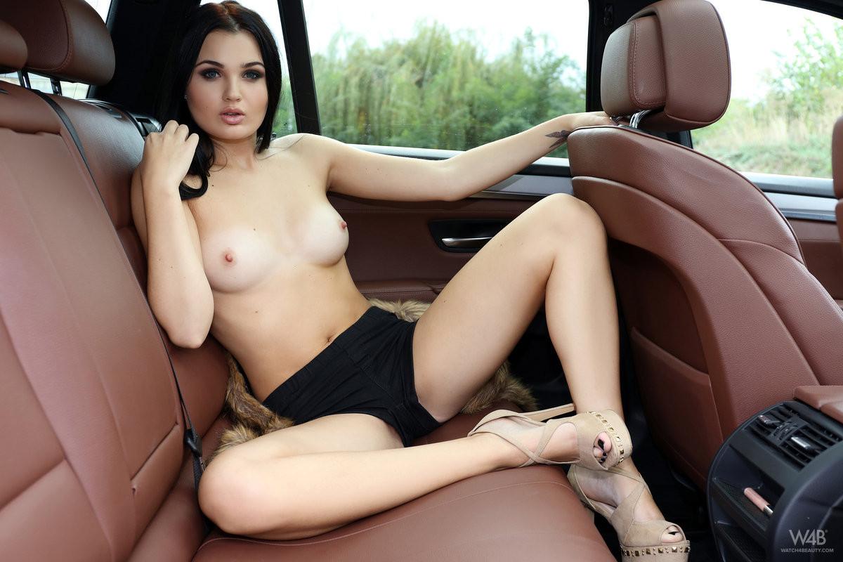 В машине - Порно галерея № 3493595