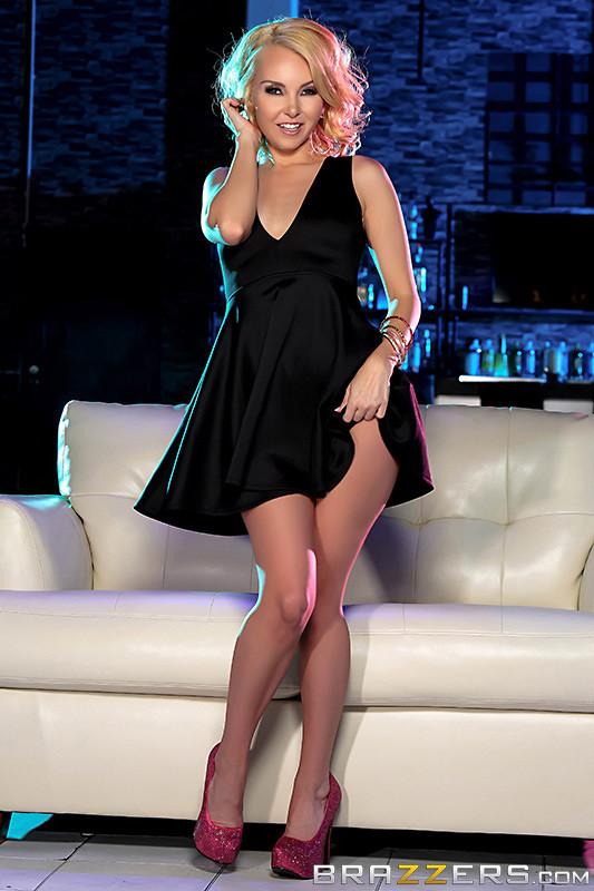 Aaliyah Love, Veronica Vain - В клубе - Порно галерея № 3485409