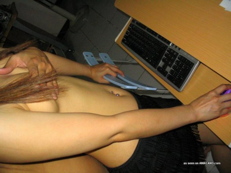 Под юбкой молодой китаянки