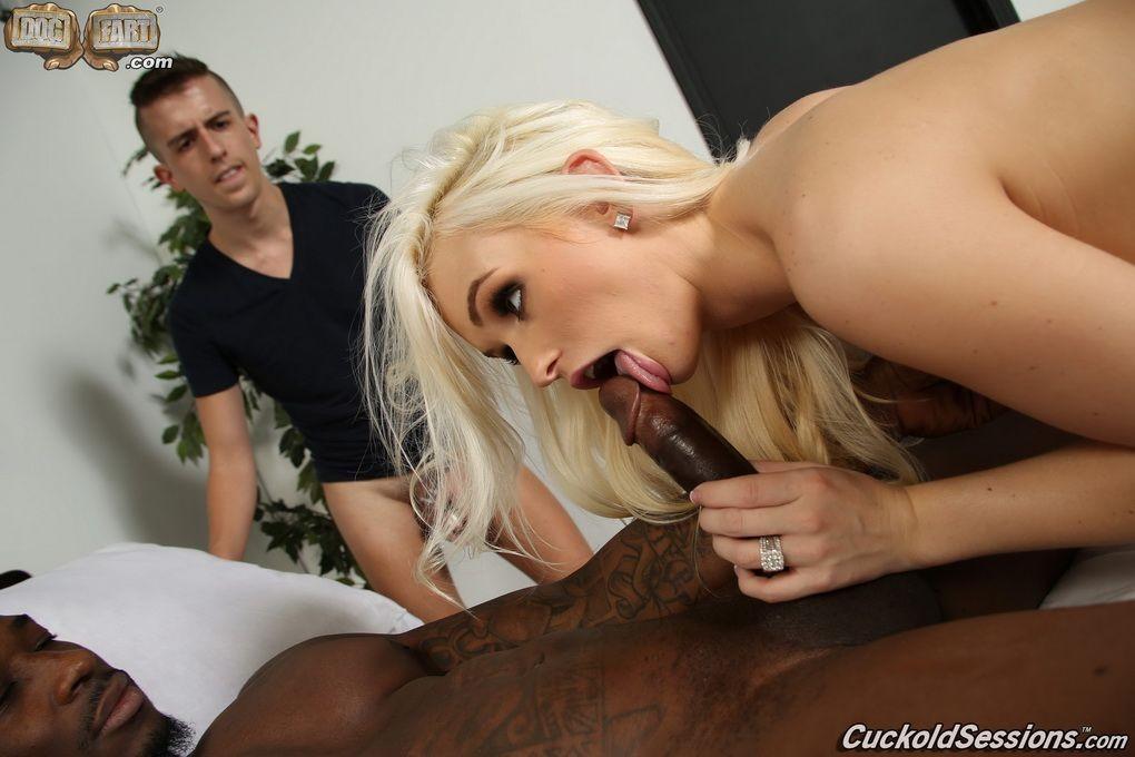Блондинка Emily Austin сравнила члены мужа и негра