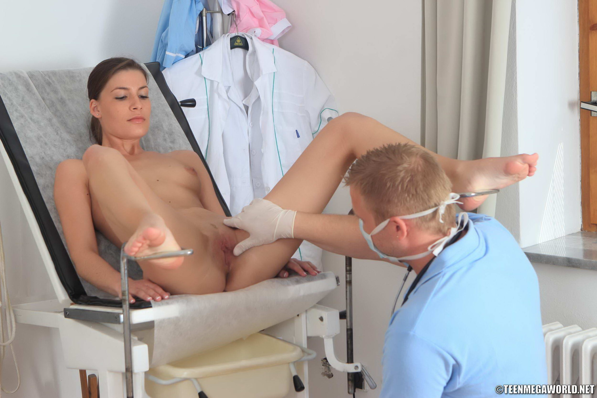 девушка видео на приеме у врача видео