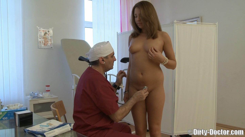 Голые девушки у врача