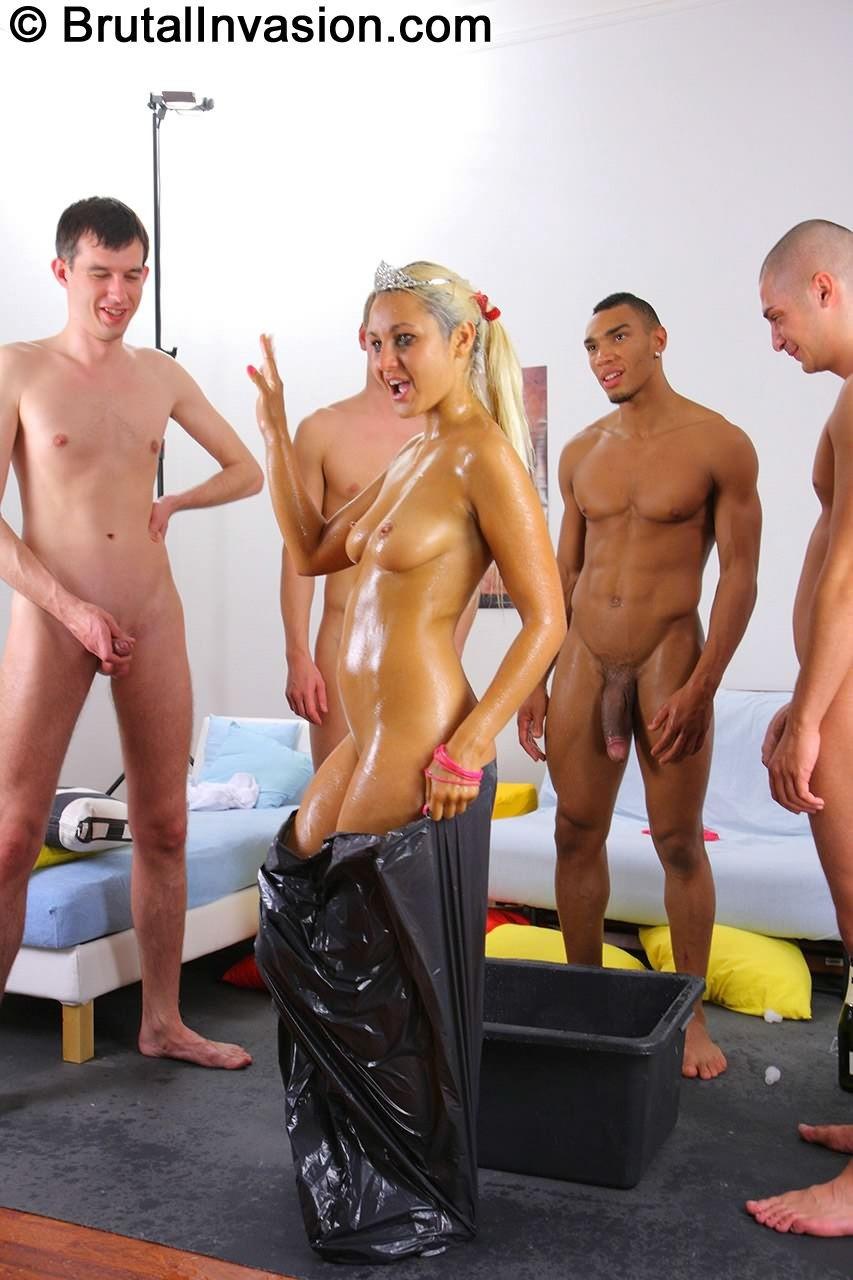 Andrea Sultisz - Глубокая глотка - Порно галерея № 3300847
