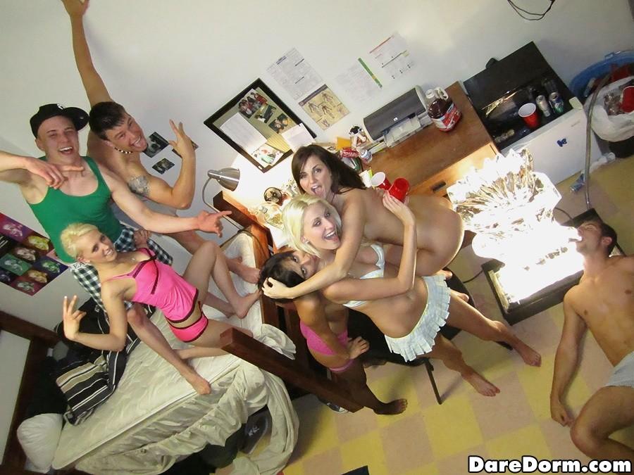 Общага - Порно галерея № 3038463