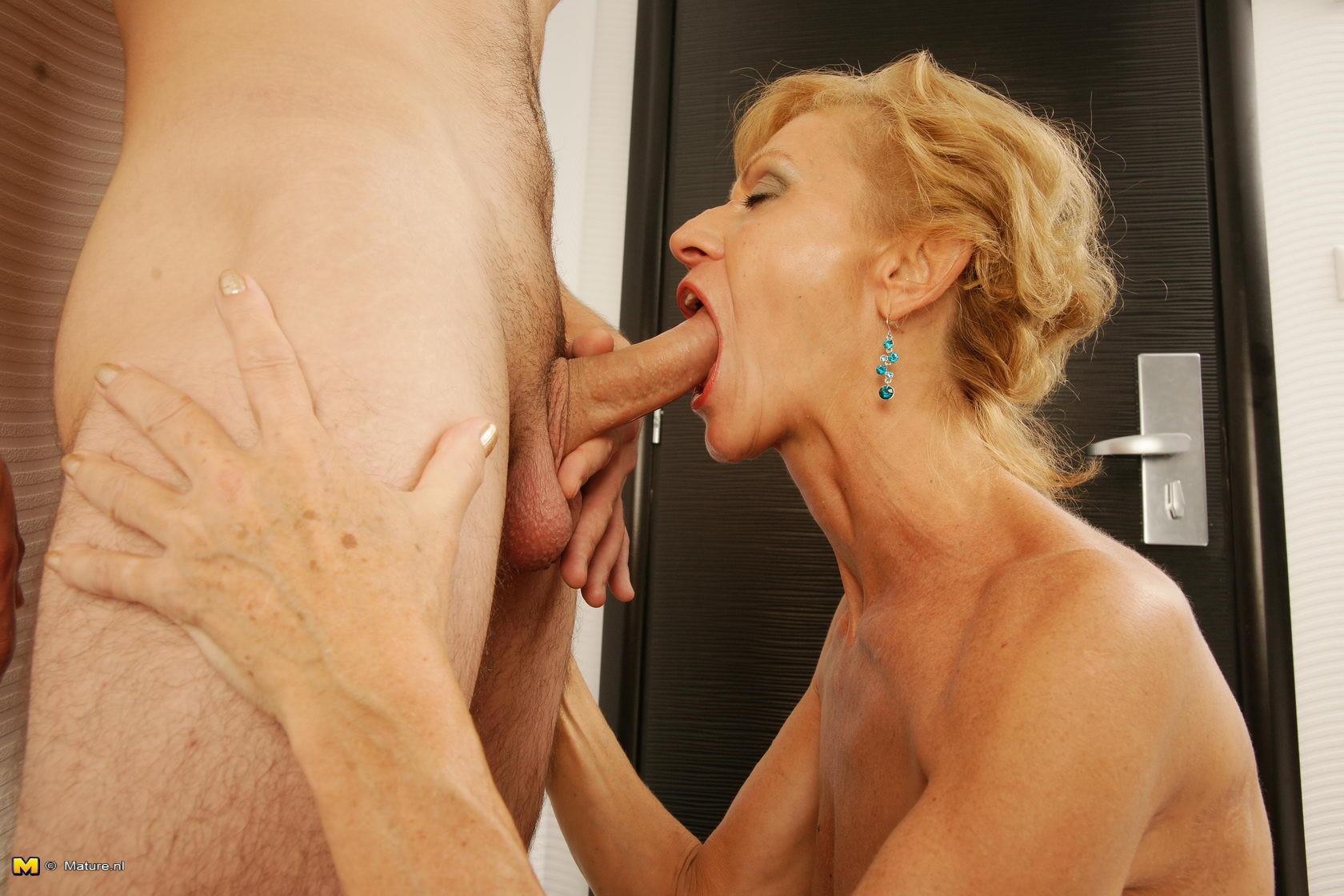 Сперма на лицо - Порно галерея № 3546079