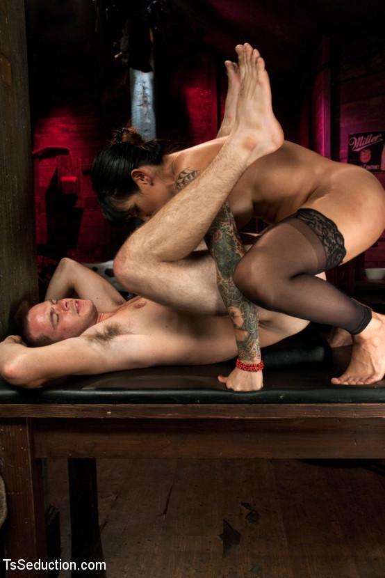 Ts Foxxy, James Riker - Дрочит ножками (футджоб) - Порно галерея № 3356415