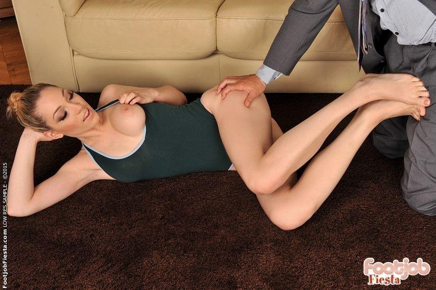 Lily Labeau - Дрочит ножками (футджоб) - Галерея № 3513851