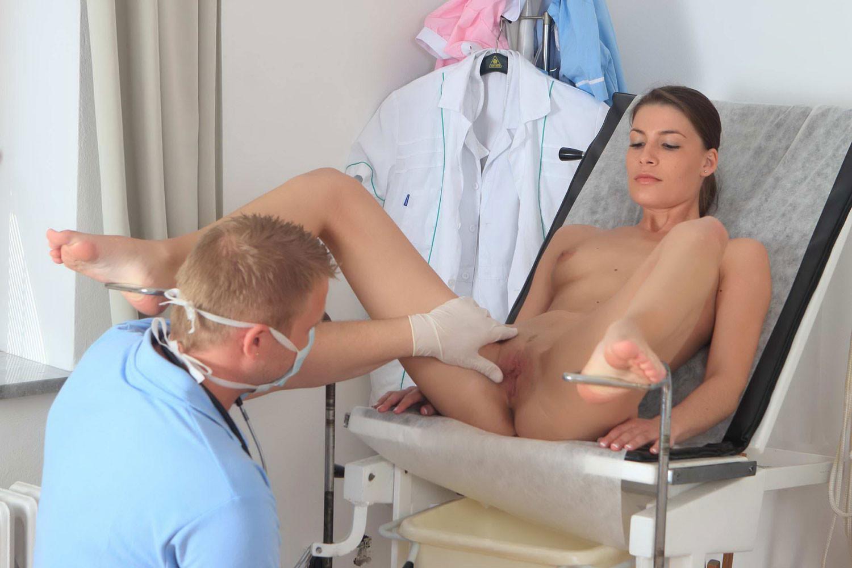 Студентки бритыми прием у врача извращенца секс большими сисями фотогалерея