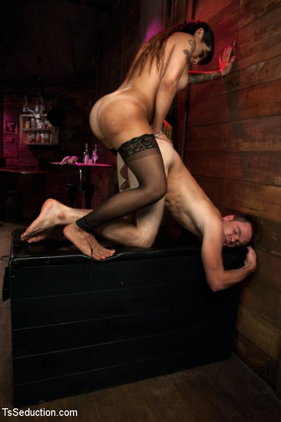 Ts Foxxy, James Riker - Дрочит ножками (футджоб) - Галерея № 3356415
