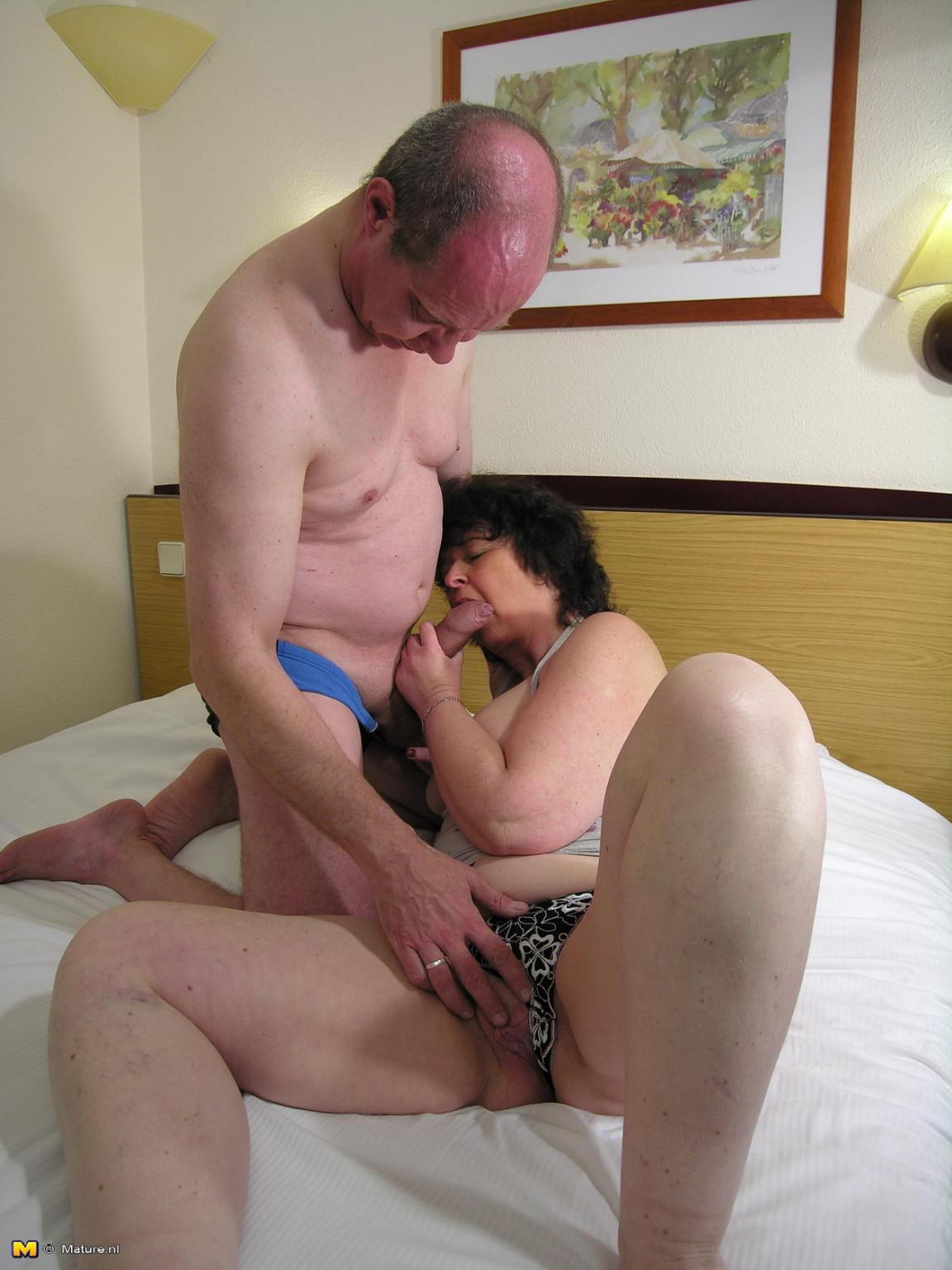 porno-starikov-s-beremennimi