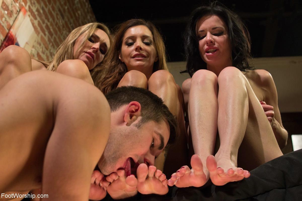 Francesca Le, Tanya Tate, Veronica Avluv, Logan Pierce - Дрочит ножками (футджоб) - Галерея № 3299973