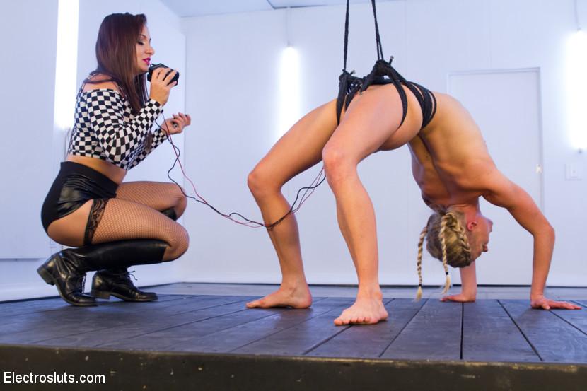Lea Lexis, Bella Bends - В спортзале - Галерея № 3407817