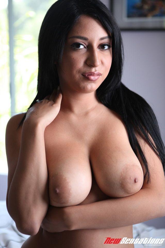 Секс с приятной брюнеткой Alicia Rivers