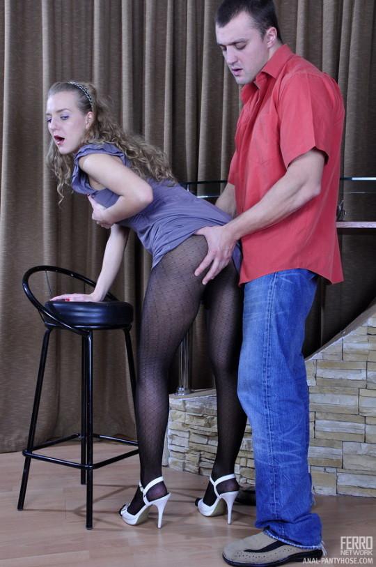 Barbara на каблуках дает в жопу в чулках