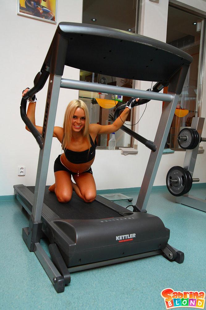 Sabrina Blond - В спортзале - Порно галерея № 2752782