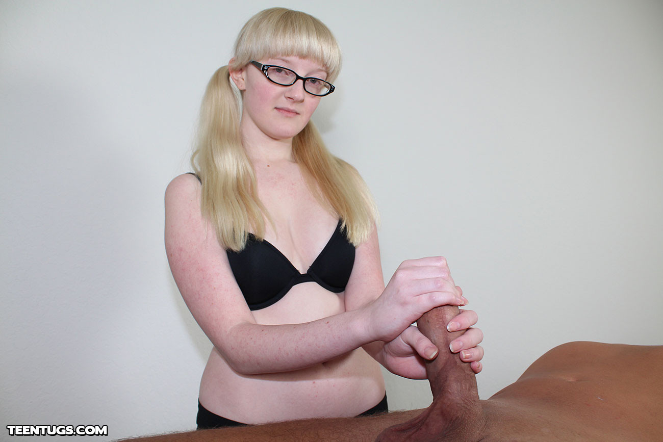 Блондинка Krystal Orchid подрочила пенис мужчине