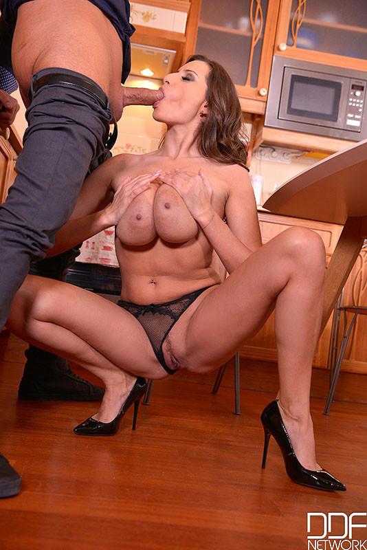 Sensual Jane - На кухне - Порно галерея № 3546660