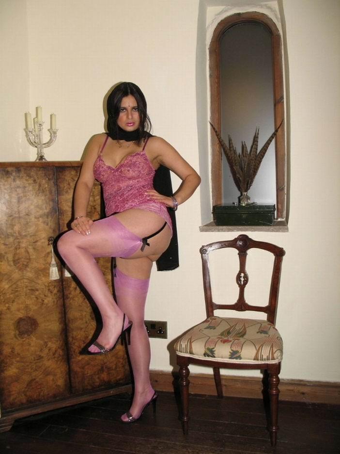 Индианка Sharimara в розовых чулках