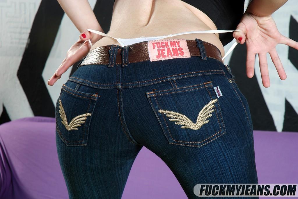 Пьяная девушка сняла джинсы и отдалась мужчине